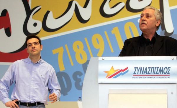 """Алексис Ципрас был избран главой партии """"Синаспизмос"""", намного опередив своего соперника Фотиса Кувелиса (на трибуне)"""