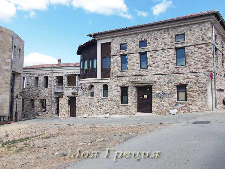 Новый дом в Полигиросе в традиционном стиле