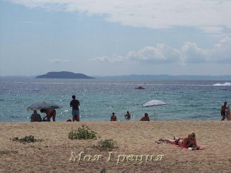 Пляж Лагомандра в августе