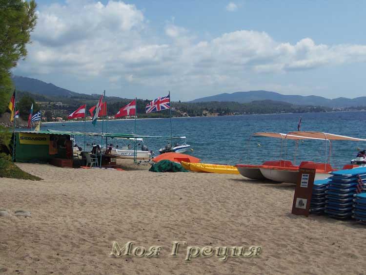 Пляж Лагомандра: здесь можно взять напрокат лодки