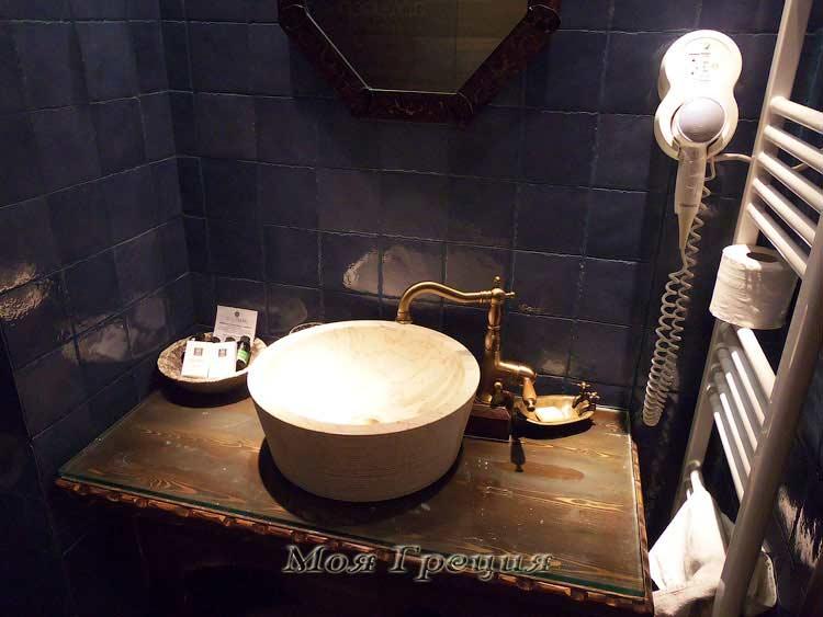 Ванная комната в отеле Aroma Dryos