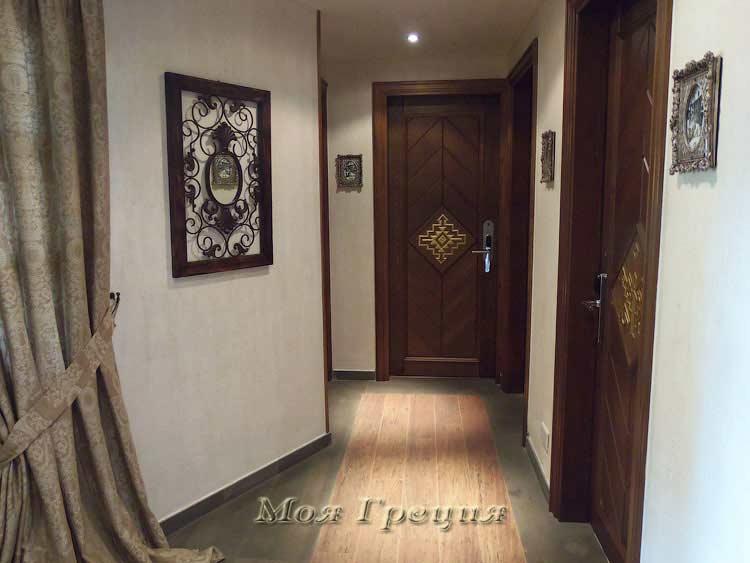 Двери в номера отеля