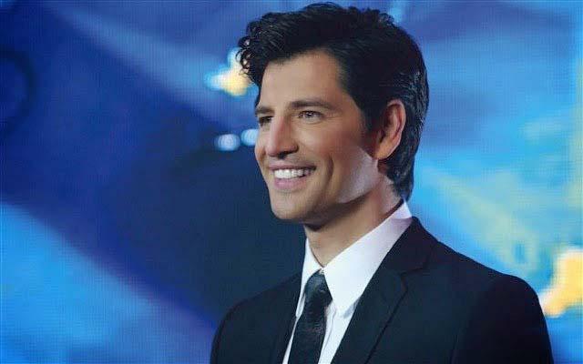 Греческий певец и артист Сакис Рувас