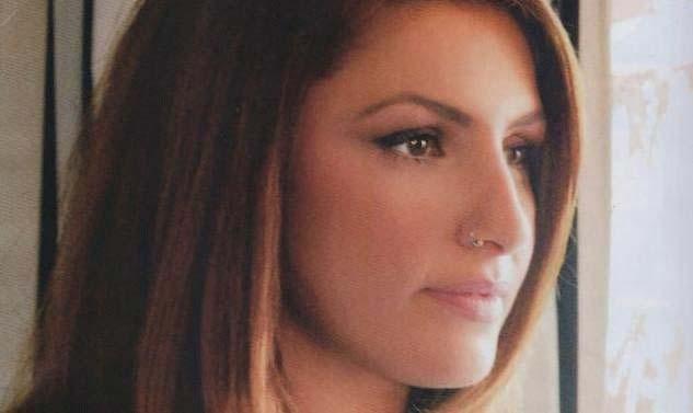 Греческая певица Елена Папаризу