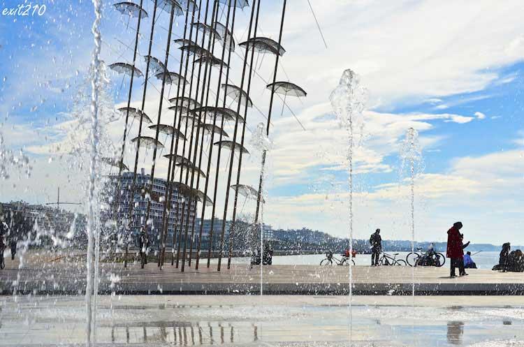 Зонтики на набережной Салоник