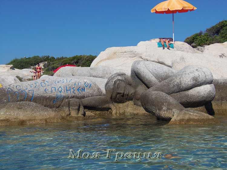 Каменная русалка, пляж Портокали, Ситония