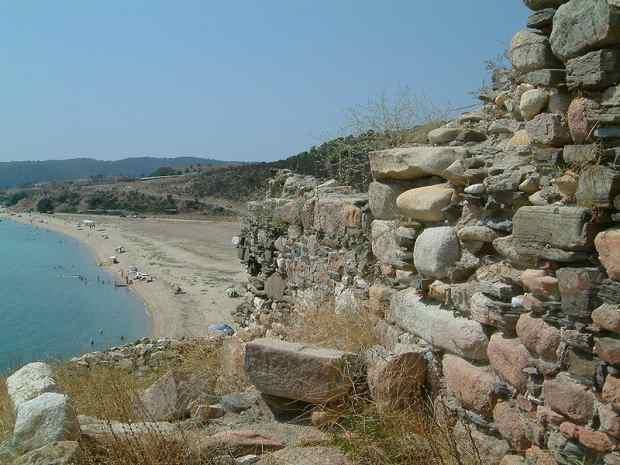 Пляж в местечке Пиргос