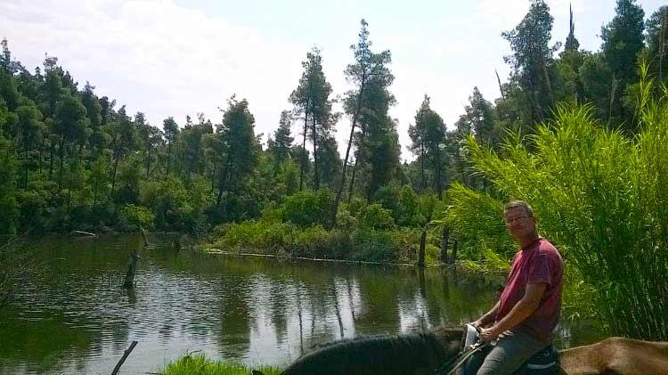 Конные прогулки на Кассандре у озера