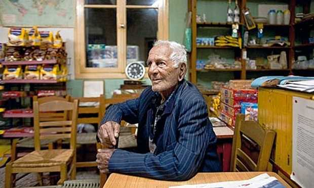 Долгожитель Икарии Григорис Цахос, 100 лет