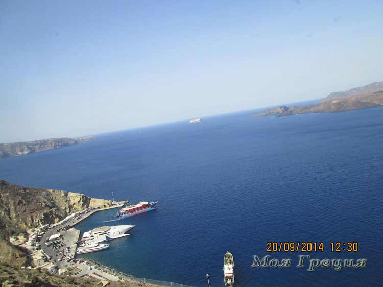 Остров Санторини, вид с серпантина дороги