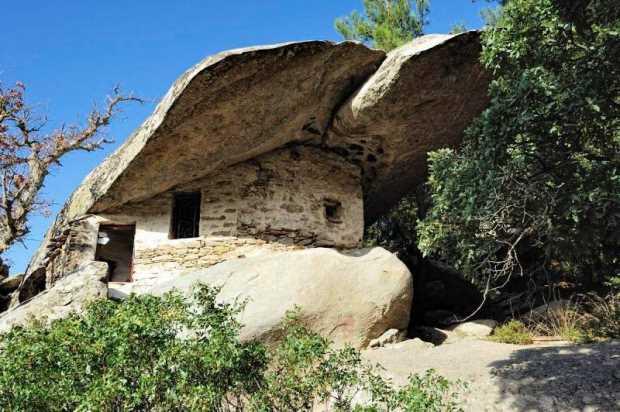 Каменный дом, Икария