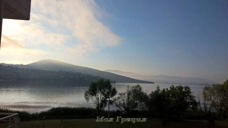Вид из отеля на озеро Кастория