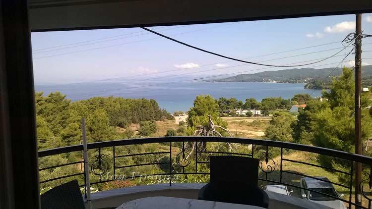 Вид с балкона на пляж Парадиссос