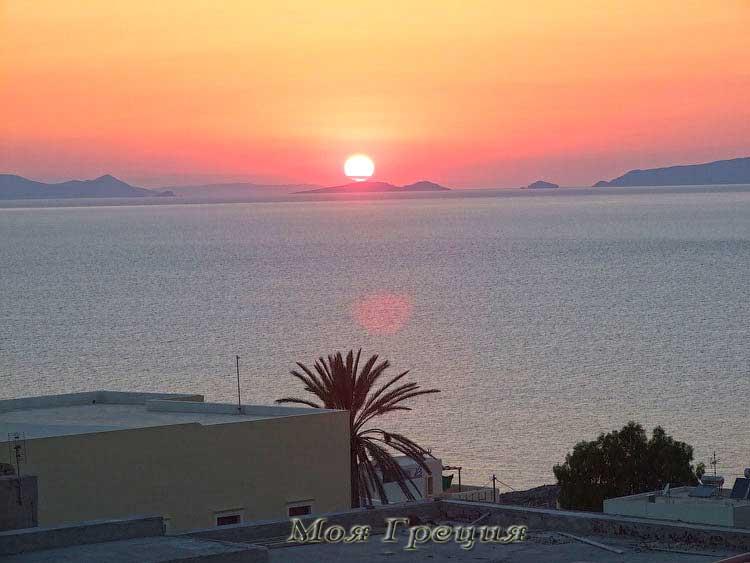 Солнце садится на Санторини