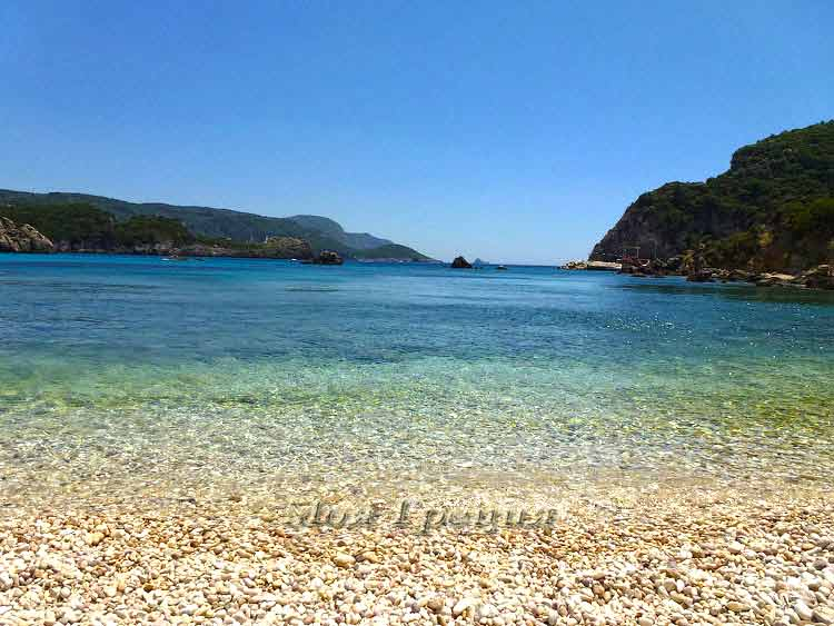 На пляже Палеокастрица, Корфу