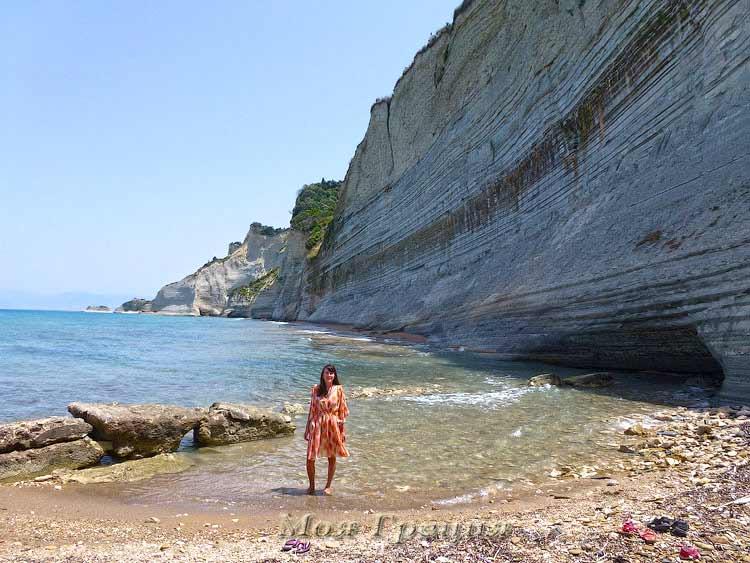 На пляже Перуладес, Корфу
