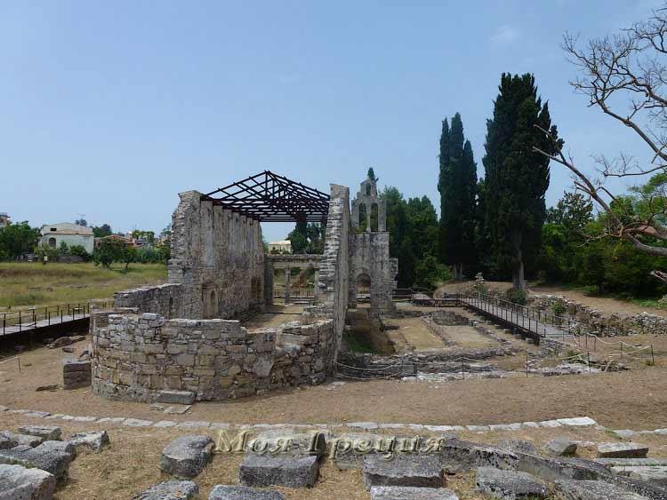 Развалины старого храма в Мон Репо