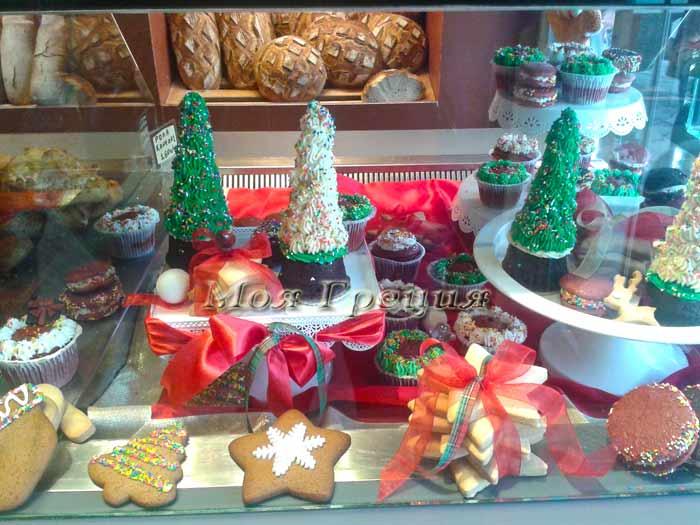 Пекарни и кондитерские в Греции украшаются к Рождеству