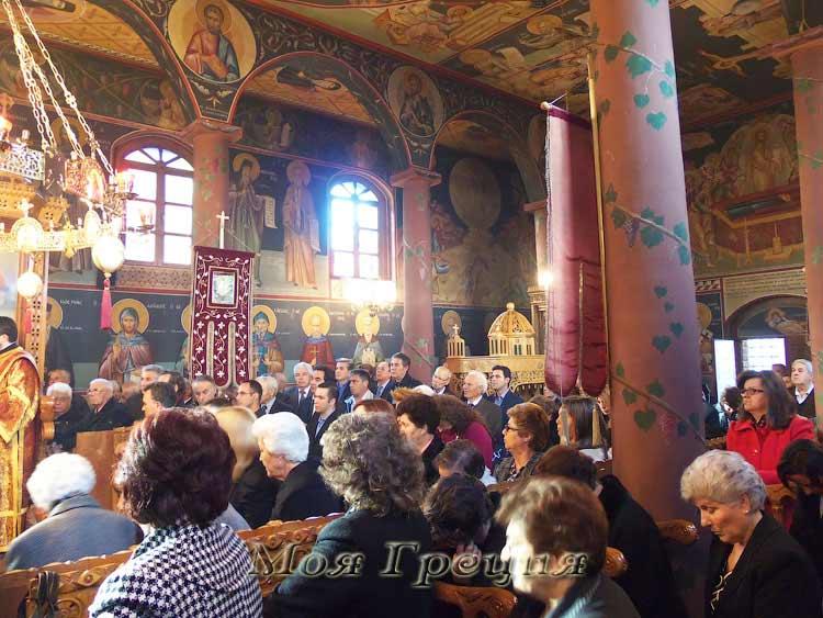 Храм Св. Георгия полон народу
