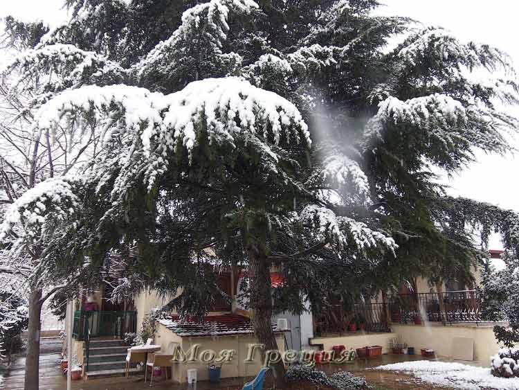 Снег в греческой деревне