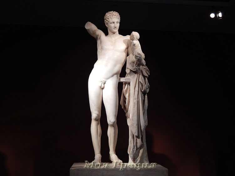 Статуя Гермеса с Дионисом на руках