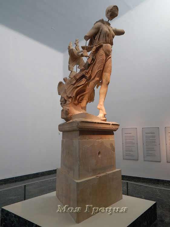 Статуя богини победы Ники