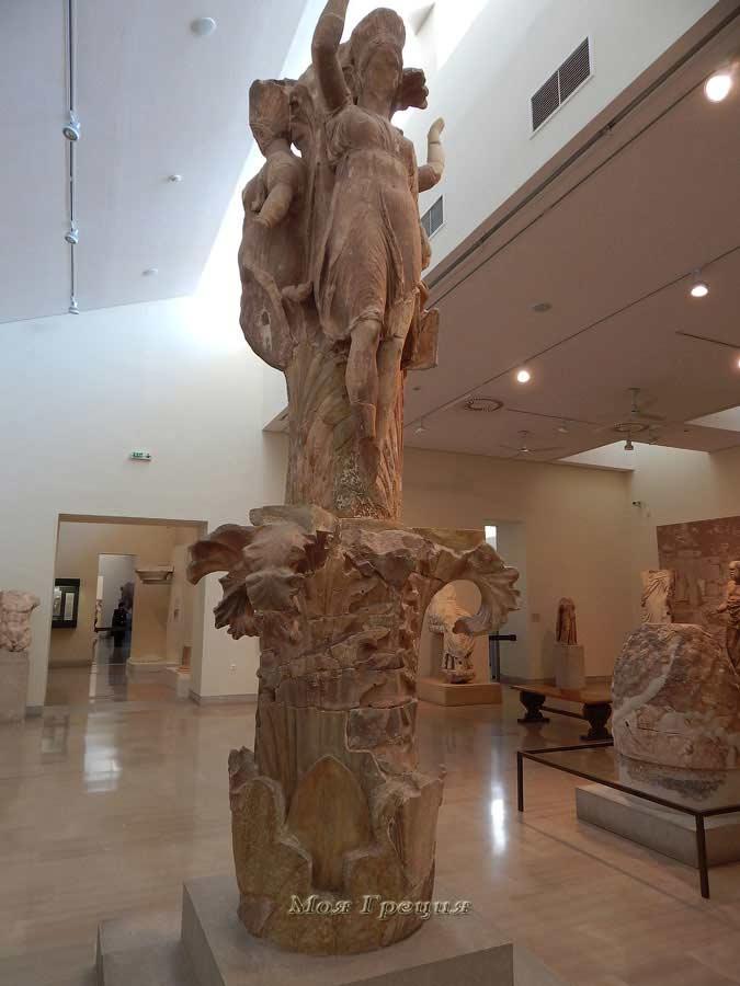 Колонна с орнаментом аканфос