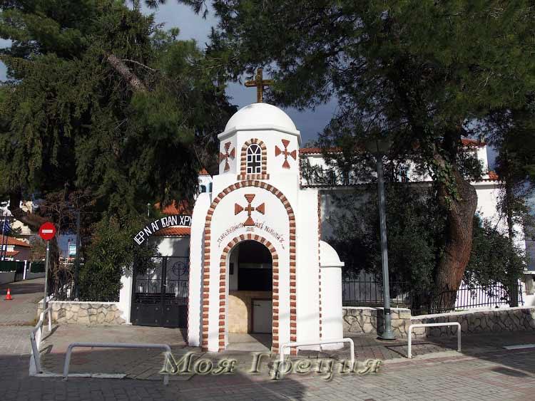Вход в храм Иоанна Златоуста