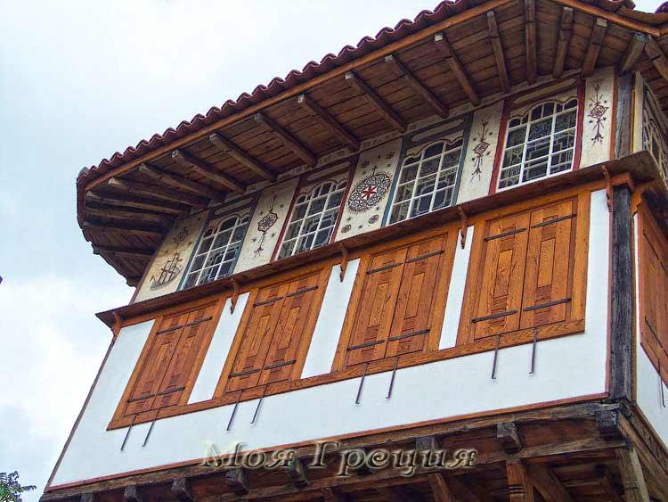 Окна фасада архондико