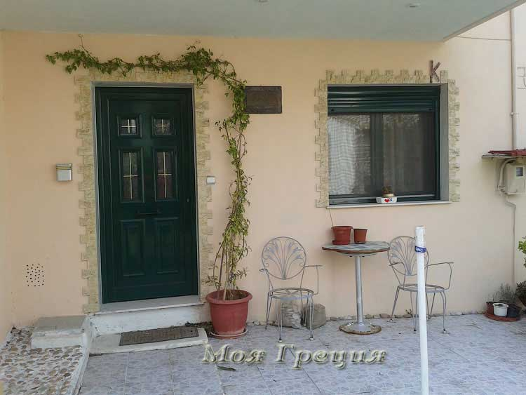 Двери дома в Аг. Параскеви