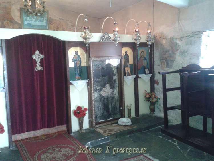 В Храме Богоматери Явленной