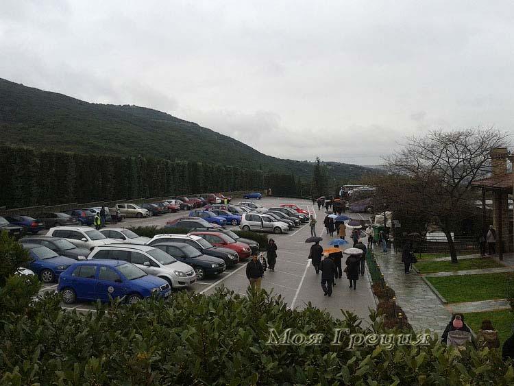 Паркинг у монастыря