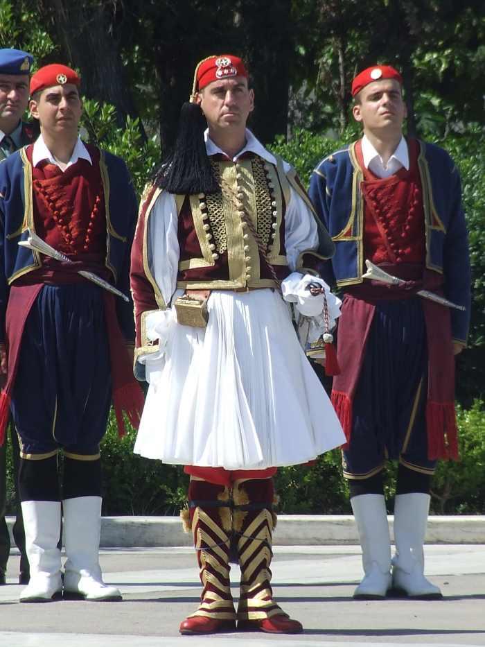 Форма греческих эвзонов