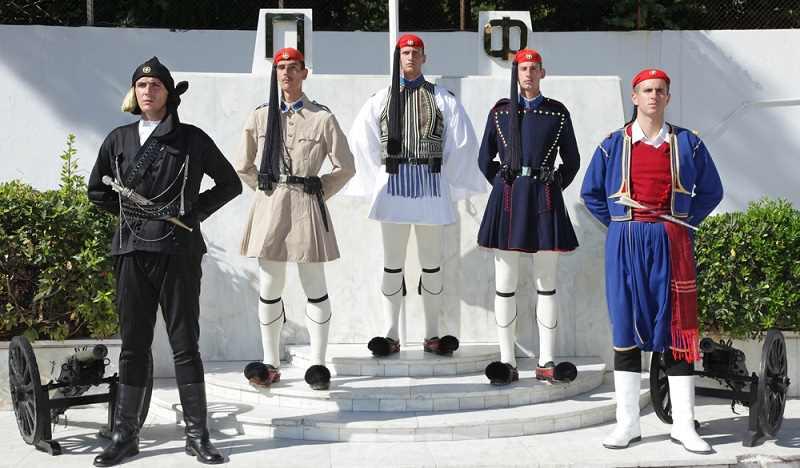 Варианты формы греческих гвардейцев
