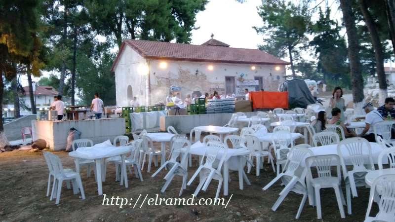 Подготовка барбекю у храма Св. Афанасия