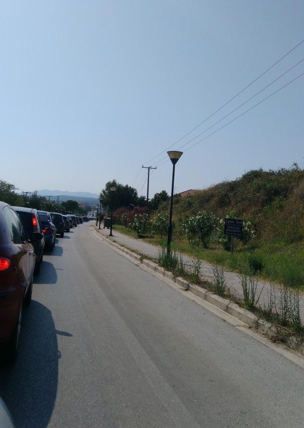 Пробка на перекрестке в Никити в воскресенье утром