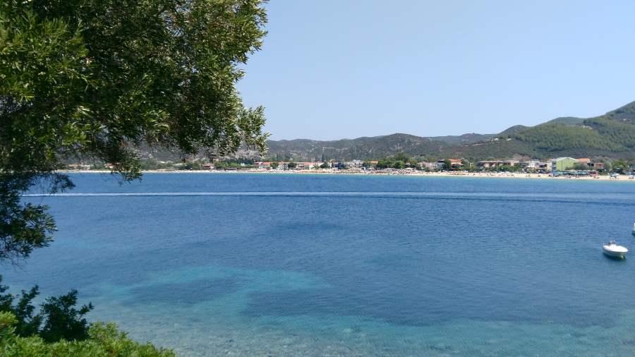Вид на пляж Торони Ситония