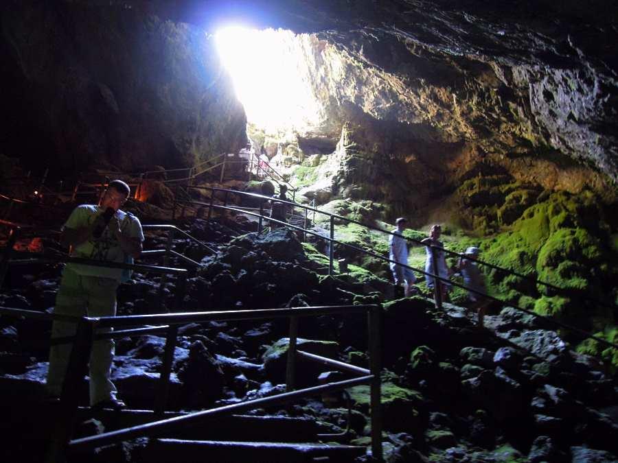 В пещере Зевса