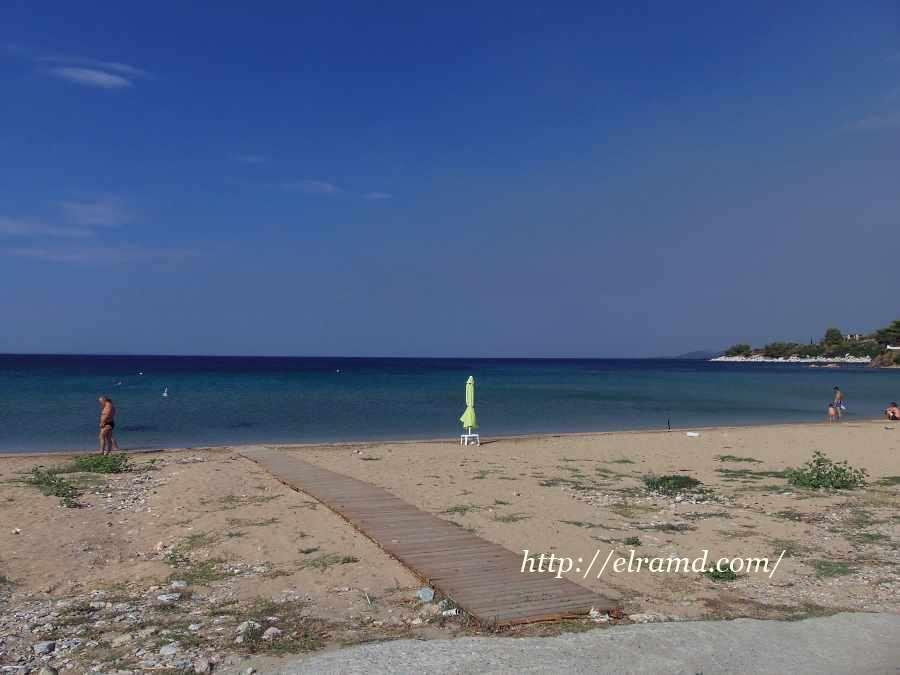 На пляже Акти Кастри
