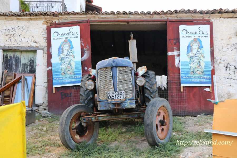 Старый трактор в Афитосе