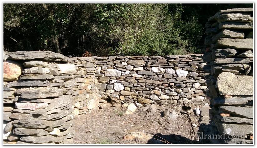 Руины маленького храма