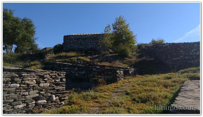 Стены домов в крепости
