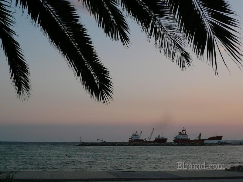 Порт в Неа Муданья вечером