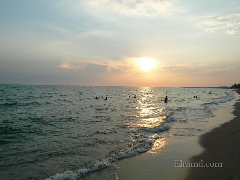 Закат на пляже в Неа Муданья