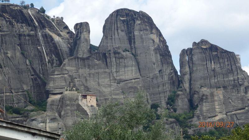 Вид с дороги на монастырь Святого Николая