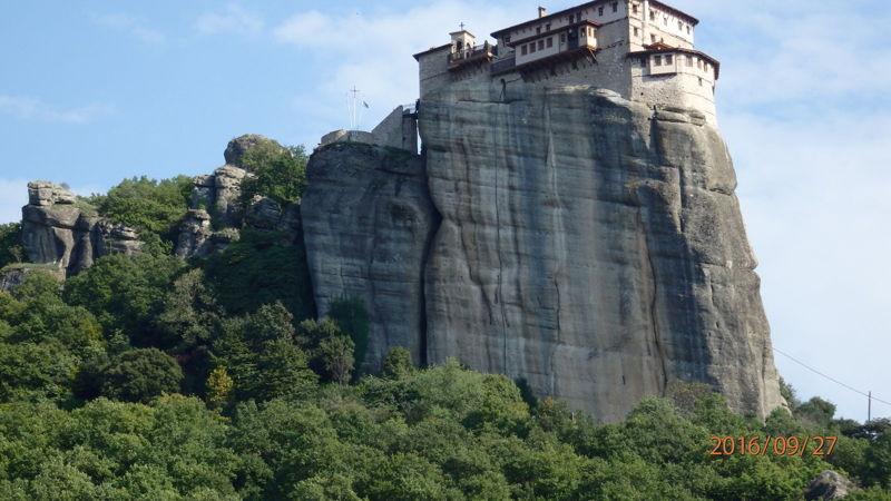 Вновь вид на монастырь Св. Николая снизу