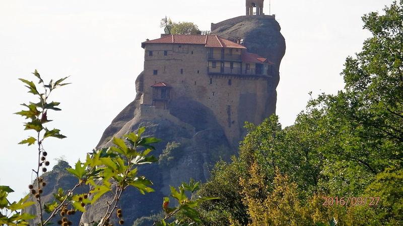 Вид на монастырь Св. Николая с другой стороны
