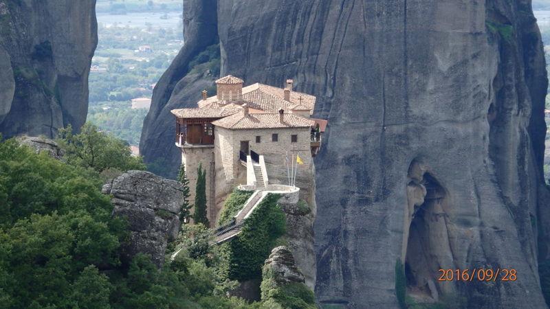 Вид сверху на монастырь Русану (Св. Варвары)