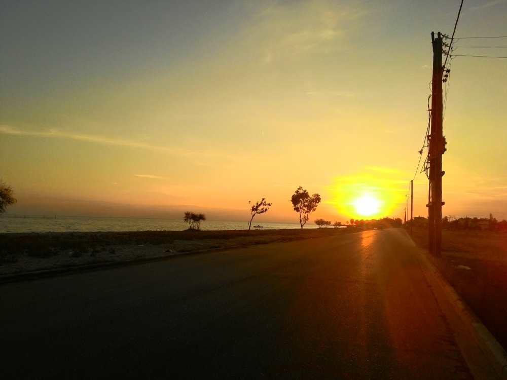 Закат на пляже в Мурьес