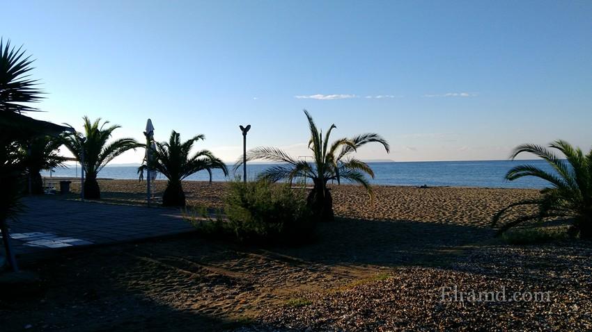 Утренний пляж Паралии Дионисиу